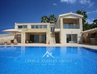 5 Bedroom Villa Paradise in Sea Caves  Property Image