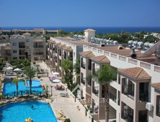 Sunny 2 Bedroom Apartment in Royal Seacrest Property Image