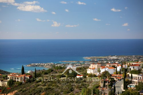 Amazing views of the coastline from Leptos Kamares Village.